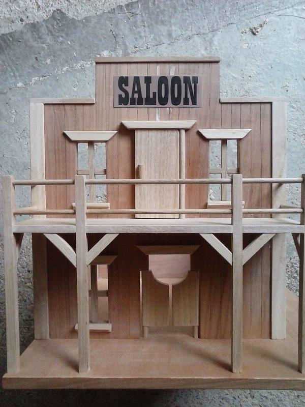 Un saloon du western  210819124934750425